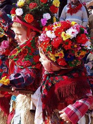 Children dressed in the Rukavac bell ringers outfits