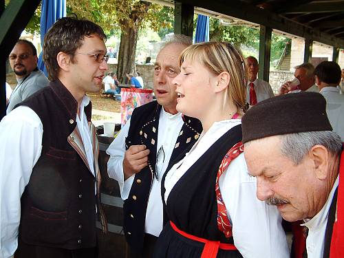 Spontaneous singing during festivities in Dubrova near Labin