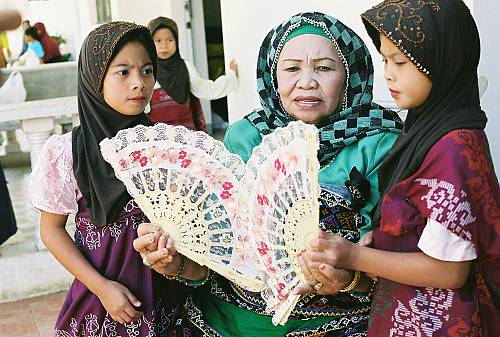 darangen maranao The maranao is a royal-heavy community replete with sultans, datus & bae labis this came about when islam was introduced to lanao & has survived through colonization the sultanate system remains a significant part of the maranao society to this day.