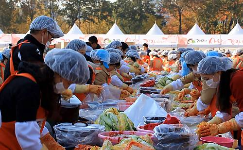 Kimjang, making and sharing kimchi in the Republic of Korea - intangible  heritage - Culture Sector - UNESCO