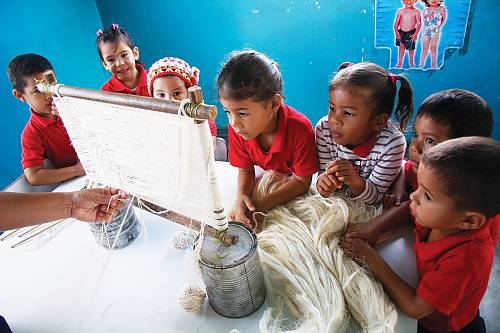 The transmission of knowledge and techniques relating to the curagua usually takes place at home among friends and family members; while at school, the identity-shaping power of the manifestation is reinforced at an early age