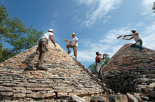 Rebuilding the roofs of the dry stone shelters during